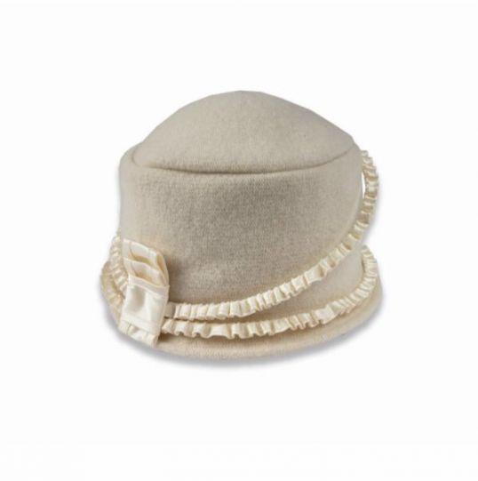 Дамска вълнена шапка ретро