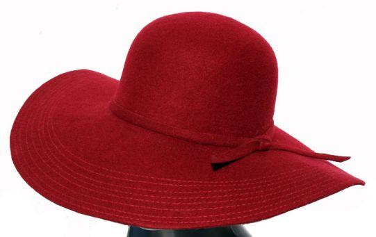 дамска шапка тъмно червена