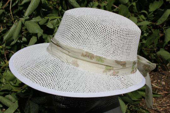 дамска шапка бежова