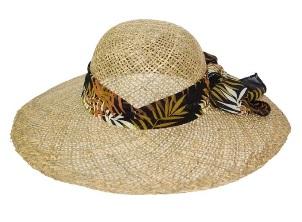 Широкопола шапка Гърция