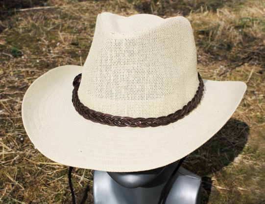каубойска шапка с плетено коланче