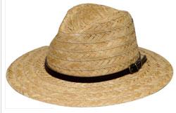 сламена шапка с украса от кожена лента
