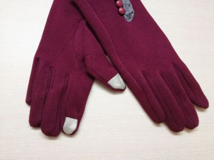 lady's gloves with buttons