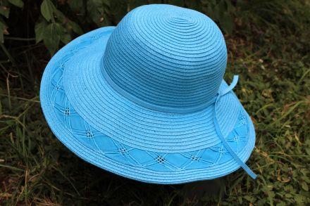 дамска шапка с плетена лента черна