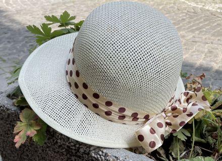шапка асиметрична  цвят шампанско