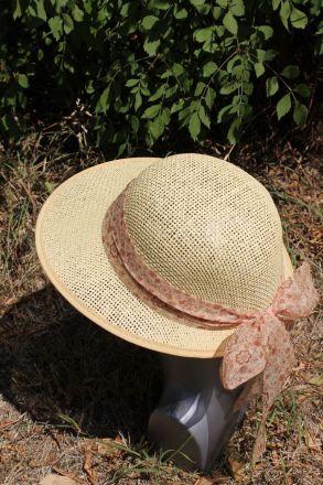 шапка асиметрична бежова