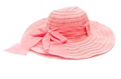 Дамска шапка в прасковен цвят